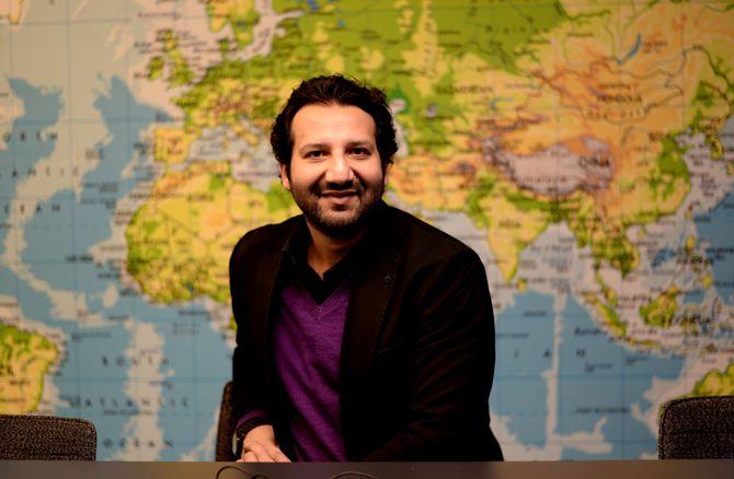 JOURNALISTEN: Kadafi Zaman gleder seg til å gå på jobb hver dag. Dagen starter med morgenmøte i dette rommet.