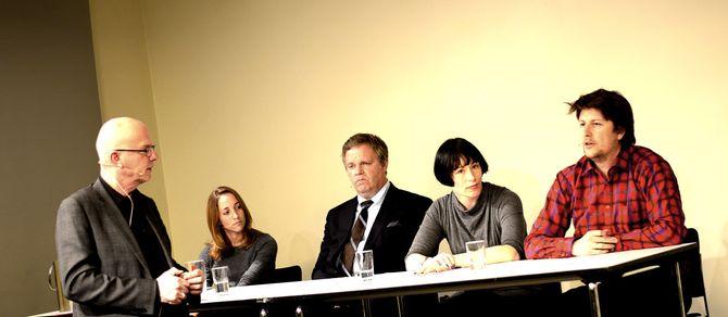 DIGITALT KILDEVERN? Det debatterte denne gjengen på Litteraturhuset torsdag kveld. Fra venstre: Debattleder Terje Svabø, sikkerhetsekspert Runa Sandvik, advokat Jon Wessel-Aas, NONA-leder Ingeborg Volan - og Aftenpostens nyhetsredaktør Håkon Borud.