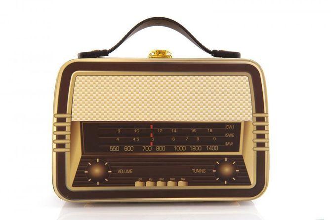 old-retro-radio-suitcase