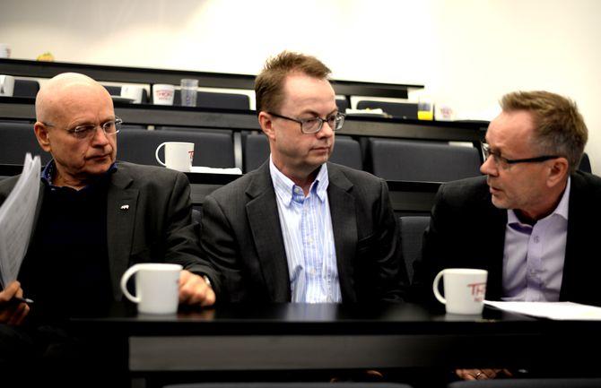 SAVNER GODE TALL: Medie- og forhandlingsdirektørHarald Eide-Fredriksen i DentsuAegis (i midten) - her under fjorårets opplagspresentasjon, flankert av Klassekampen-redaktør Bjørgulv Braanen (t.v.) og Dagbladets publisher John Arne Markussen.
