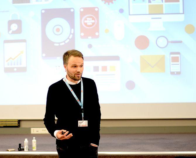Redaksjonssjef Jostein Olseng fortalte om programmets omprofilering og styrking av den undersøkende journalistikken.
