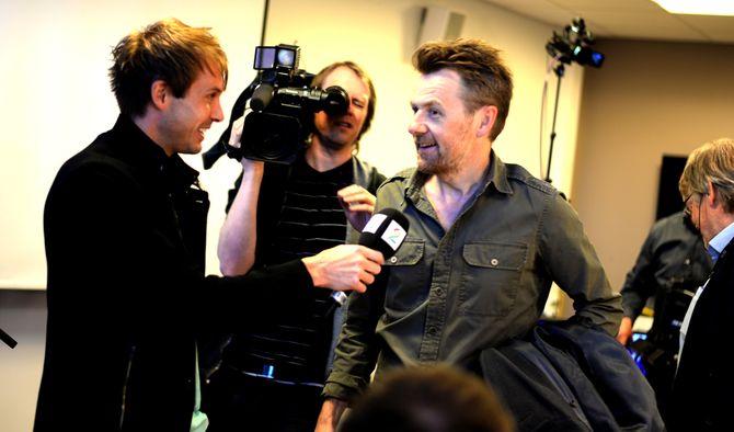 FREDRIK SKAVLAN ankommer Kringkastingsrådets møte torsdag. (Foto: Gard L. Michalsen)