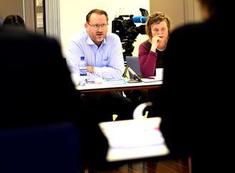 TRENGER VI ET kringkastingsråd der Frps generalsekretær Finn Egil Holm og samfunnsdebattant Elin Ørjasæter skal få ytre seg og vedta uttalelser om NRKs virksomhet?