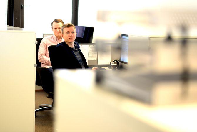 FLYTTET: Jørgen og Øystein har flyttet seg til et eget hjørne i Mediehuset Tek.