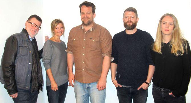 JURYEN: Fra venstre Helge Holbæk-Hanssen fra MBL, Marie Sundling fra Amedia Marked, Magnus Høgberg Hansen fra Anorak, Alexander Gjersøe fra SMFB og Tone Jansson fra Anorak.
