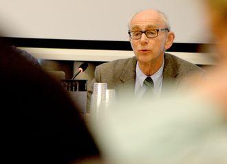Jusprofessor Jan Fridthjof Bernt er Norges fremste ekspert på offentlighetsloven, ifølge NRK og VG.