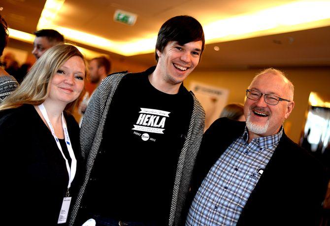 YDERST-gründerne og samboerne Kristina R. Johnsen og Ingmar Wåhlberg deltok i april 2015 på sitt første landsmøte i Landslaget for lokalaviser. Her med LLAs generalsekretær Rune Hetland. (Arkivfoto)