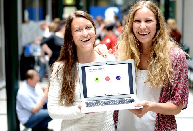 VÅREN 2015:Agnes Dyvik og Mari Hæreid var i mai 2015 påNONA-konferansen iOslo, for å invitere mediebransjen til å levere innhold til en prototype.(Arkivfoto: Gard L. Michalsen)