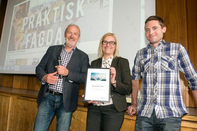 Avis i skolen-konsulent Sigurd Sæthre, rektor Grazyna Saxegaard og lærer Arvin Grepperud.