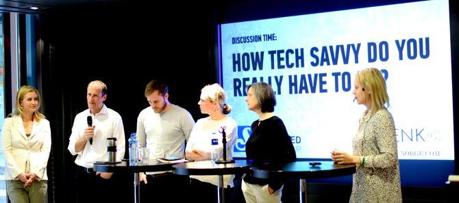 PANELDISKUSJON om kvinner, teknologi, medier og ledelse. Foruten damene hadde også konserndirektør Frode Eilertsen og produktsjef i VG, Espen Sundve, fått audiens i panelet.