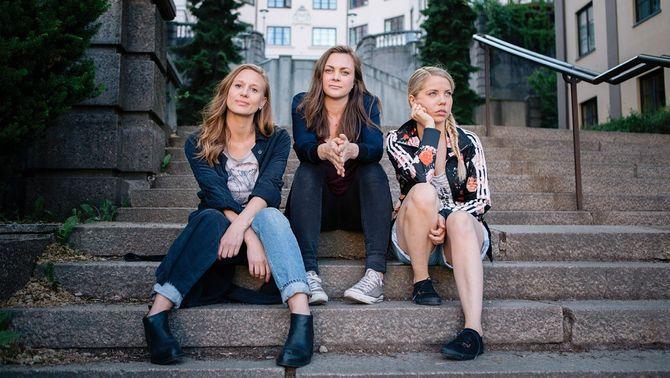 """Gine Cornelia Pedersen, Siri Seljeseth og Alexandra Gjerpen fra """"Unge lovende"""", en helt nytt serie på NRK i høst."""