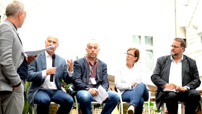 TOM HETLAND fra Stavanger Aftenblad ledet debatten.