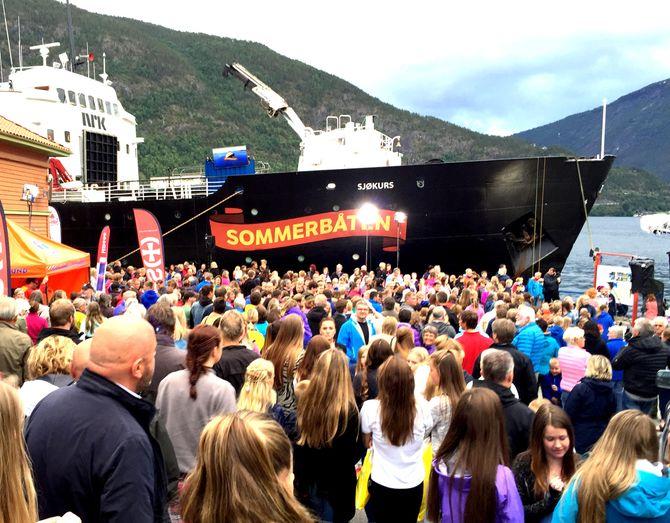 Slik ble Sommerbåten mottatt i flere norske havner. (Foto: NRK/Thomas Hellum)