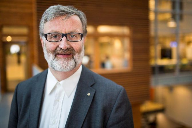 ERIK WILBERG, konsulent, medieforsker - og førsteamanuensis ved Handelshøyskolen BI.