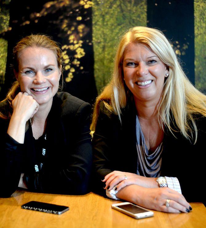 Cecilie Eriksrud og Trine Vik forteller om Mediekonferansen 2015. (Foto: Gard L. Michalsen)