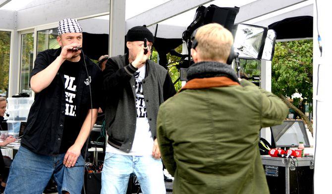 GATAS PARLAMENT spiller mini-konsert på Dagbladets valgbod.