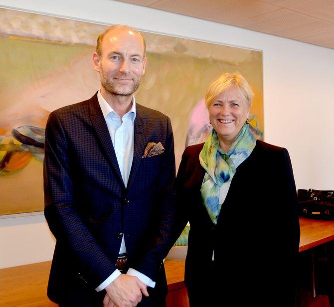 Knut Olav Åmås og kulturminister Thorhild Widvey.