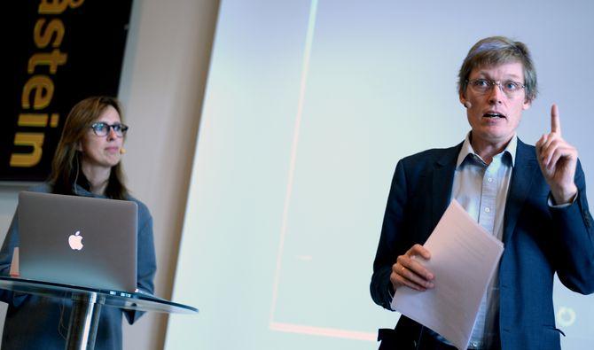 PEKEFINGER FRA BARLAND? Pilotstudien fra Ragnhild K. Olsen og Jens Barland antyder at lesere ikke forstår forskjellen på reklame og journalistikk lenger.