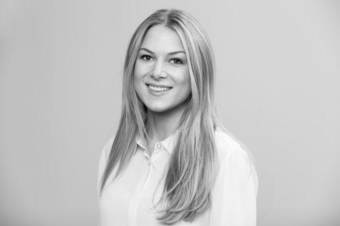 Nathalie Roksvåg Stølen (26) på plass i Kruse Larsen AS.