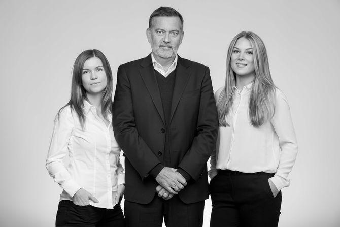 Sissel Kruse Larsen (f.v.), Jan-Erik Larsen og Nathalie Roksvåg Stølen var de tre første ansatte i Kruse Larsen. (Alle foto: Espen Solli / Kruse Larsen)