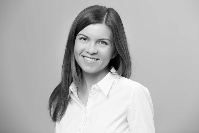 Sissel Kruse Larsen er ansatt som rådgiver i Kruse Larsen AS. Hun kommer fra stillingen som utgavesjef i TV2.no.