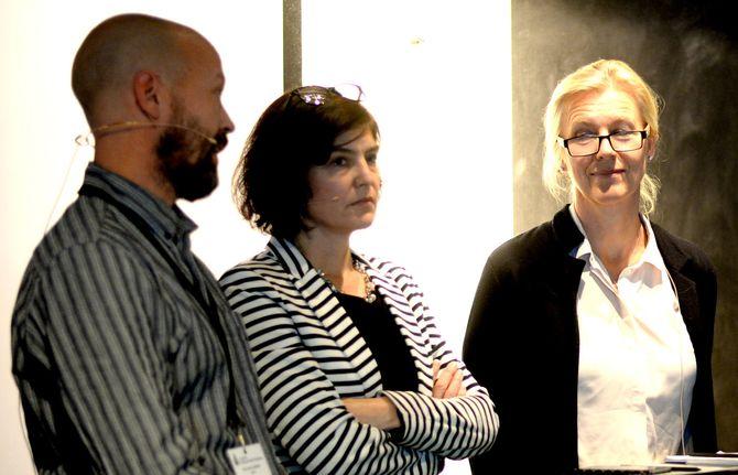 Fra debatt på høstmøtet til redaktørforeningen i november, med blant andre (fra venstre): NRKs Per Arne Kalbakk, generalsekretær Kjersti Løken Stavrum i Norsk Presseforbund - og Margrethe Geelmuyden.