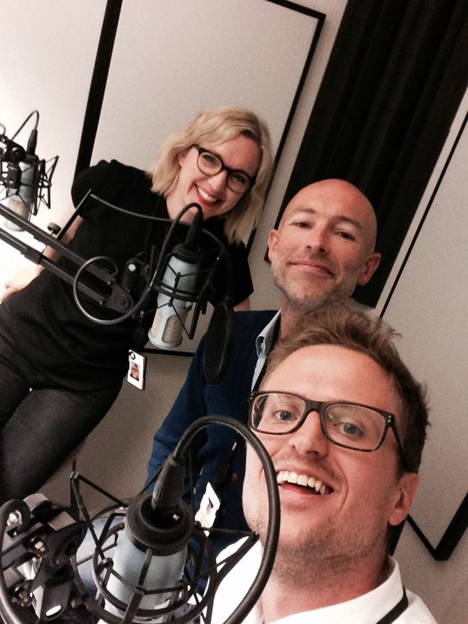 Aftenpodderne: Lars Glomnes (nærmest) sammen med kulturredaktør i Aftenposten, Sarah Sørheim og politisk kommentator Thomas Hornburg.