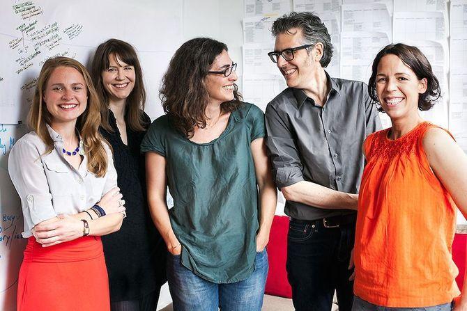 Podkast-eliten: «Serial»-redaksjonen med programleder Sarah Koenig i midten.