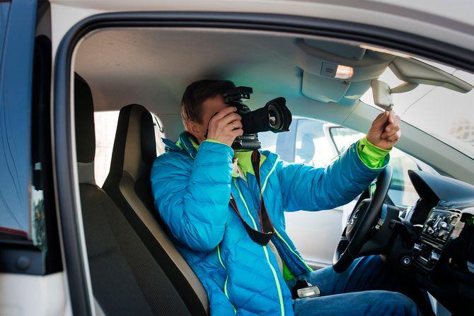 Bjørn Sandness på fotojobb for ØB. (Foto: Kristine Lindebø)