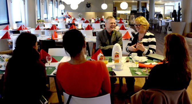 NRK-sjefene Lars Kristian (Dokumentar og samfunn) og Grethe Gynnild-Johnsen (Distrikt) diskuterer og presenterer NRKs ambisiøse mangfoldsstrategi.