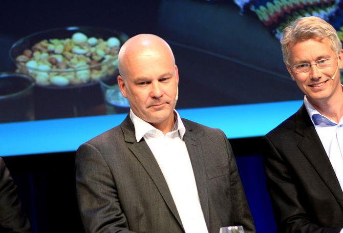NRK-sjef Thor Gjermund Eriksen (t.v.) og TV 2-sjef Olav Sandnes. Bildet er fra Nordiske Mediedager våren 2015. (Foto: Gard L. Michalsen)