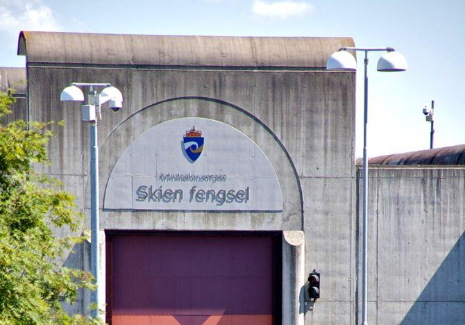 I gymsalen til Skien fengsel, hvor Anders Behring Breivik sitter fengslet, ble søksmålet mot staten behandlet i vår.