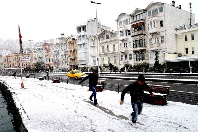 Vinterstemning i mitt Istanbul-nabolag, Arnavutköy. (Foto: Fredrik Drevon)