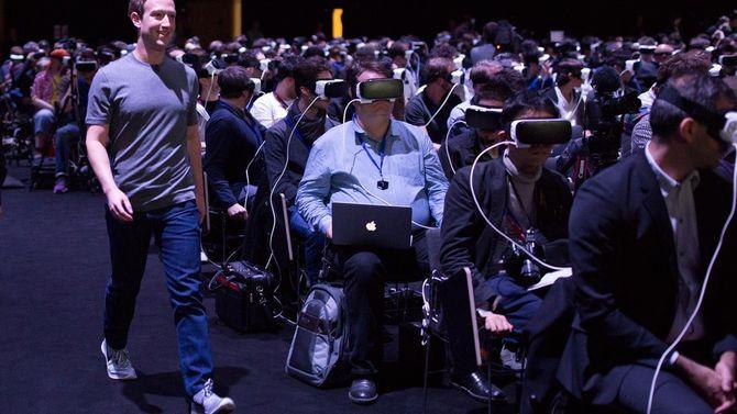 Slik så det ut da Facebook-sjef Mark Zuckerberg ankom Mobile World Congress i Spania for noen uker siden. Ingen la merke til ham, fordi alle var bedt om å gå i sin egen virtuelle verden. (Foto: Facebook)