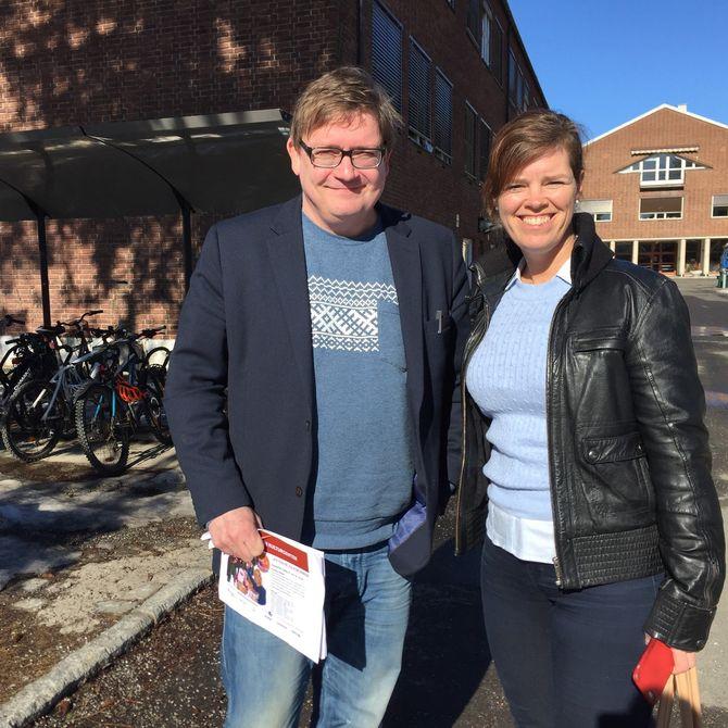 Politisk redaktør i RB, Lars M. J. Hansen har mye på gang i avisen under LilleStortinget. Her guider han Jærbladets redaktør Hilde Garlid som forbereder seg på å følge samme lest til høsten.