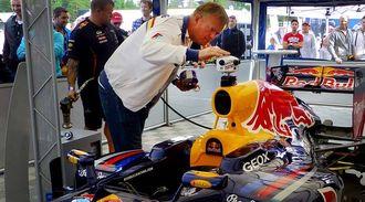 Making View monterer et 360/VR-kamera på en Formel 1-bil.