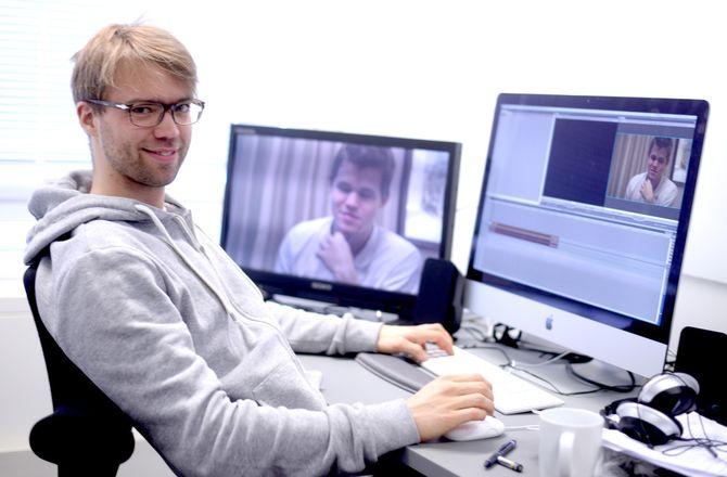 PÅ KONTORET: Benjamin Ree på kontoret i Akersgata 55. Her har han også jobbet med filmen, men det meste av klippingen har skjedd hos eget byrå. (Foto: Gard L. Michalsen)
