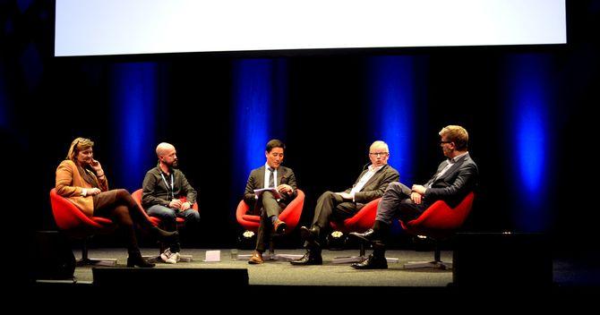 Panelet på Late Night Show diskuterer plagiat i journalistikken. (Foto: Gard L. Michalsen)