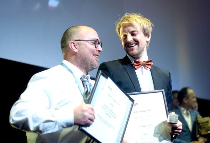 Tomm W. Christiansen (t.v.) og Anders Fjellberg jubler for nok en SKUP-pris til Dagbladet. (Foto: Gard L. Michalsen)