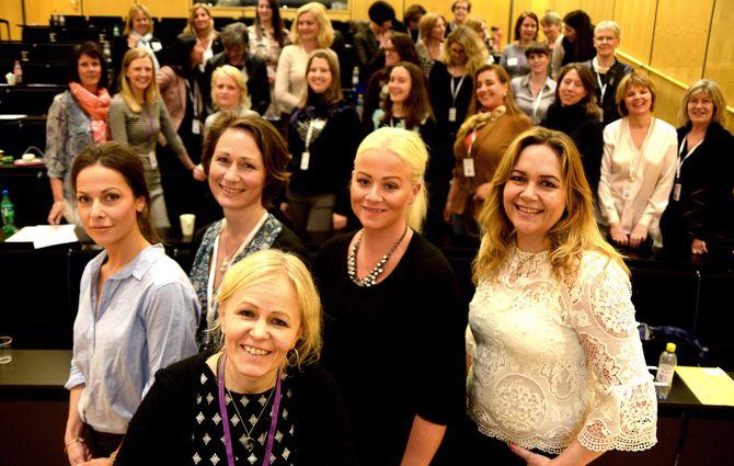 Medienettverket, forum for kvinner i ledelse - holdt sin vårkonferanse i VG-kjelleren tidligere i år. Her med styret i front, fra venstre: Leder Linn de Lange, Ragnhild Veire, Kristin Grøntoft (foran), Trine Fjellberg Falnes og Ingrid Skogrand. Styremedlem Nina Westgaard var ikke til stede torsdag. (Foto: Gard L. Michalsen)
