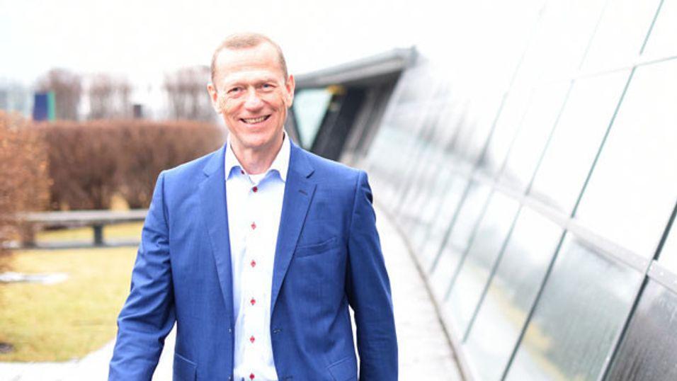 Leder for Telenors bedriftsdivisjon i Norge, Ove Fredheim, sier energieffektive sensorer og ny kommunikasjonsteknologi over 4G-nettet muliggjør sikker kommunikasjon fra bygg, kjellere, under asfalt, på toppen av fjell - nær sagt overalt.
