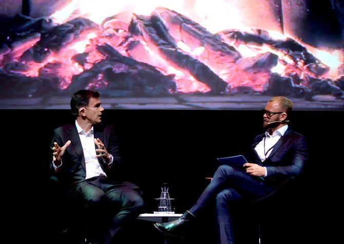 Googles EMEA-sjef Matt Brittin i samtale med Tinius-direktør Sindre Østgård.