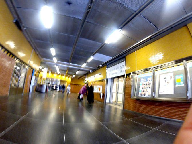 Infrastrukturen i Rinkeby bære preg av å være veldholdt. Med få unntak har områder ryddige fortau, veier og gater, og en vakker og velholdt metrostasjon uten tagging. (Foto: Fredrik Drevon)