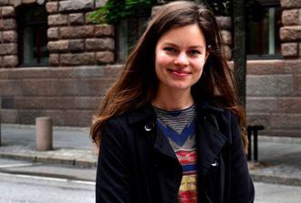 Frøydis Falch Urbye (28) tar snart med seg fotokameraet, bachelorgraden og en hund, og flytter nordover for å bli journalist i Sagát.