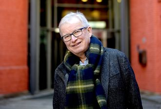 BERNT OLUFSEN, tidligere sjefredaktør i VG og så konsernredaktør i Schibsted. Nå pensjonist - men fortsatt med noen styreverv både nasjonalt og internasjonalt.