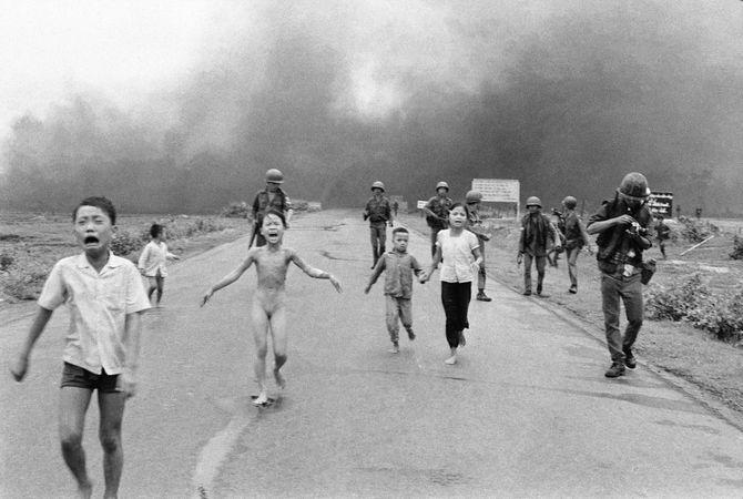 Dette ikoniske bildet fra Vietnam-krigen har skapt mye debatt om og på Facebook de siste ukene. (Foto: AP Photo / Nick Ut)