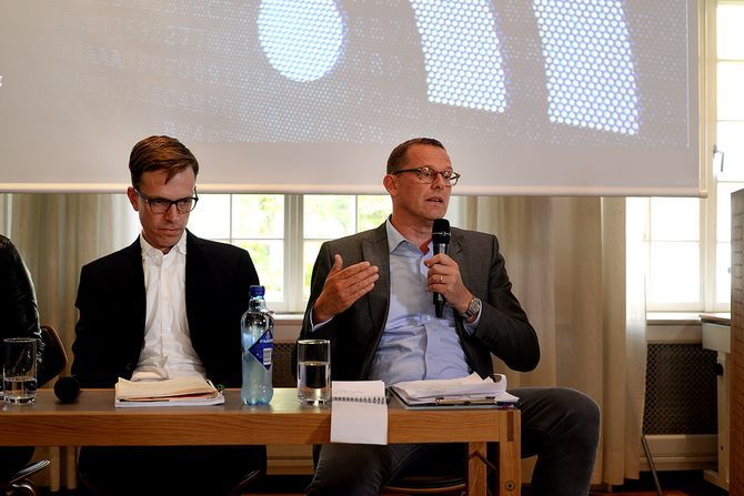 Hallvard Moe, professor i medievitenskap ved Universitetet i Bergen og journalist og strategisk rådgiver Anders Hofseth i NRKbeta. Foto: Erik Waatland