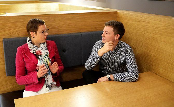 Konserndirektør Mari Velsand med ansvar for produkt- og innholdsutvikling sammen med direktør Jostein Larsen Østring for innholdsutvikling i Amedia. (Foto: Erik Waatland)