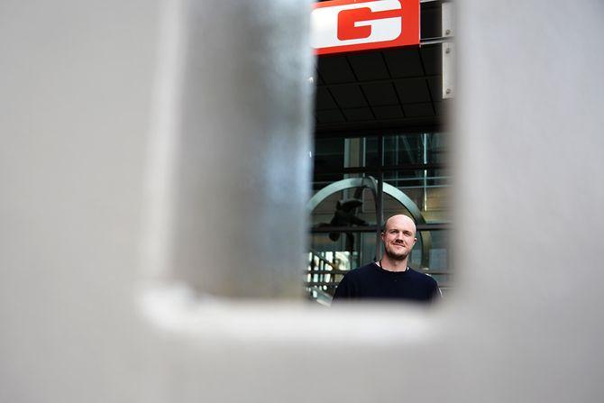 VG-journalist Erlend Ofte Arntsen utenfor VG-huset. (Foto: Erik Waatland)