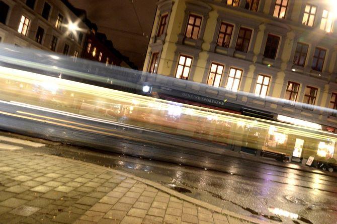 Trikken på vei Thorvald Meyersgate. (Foto: Fredrik Drevon)